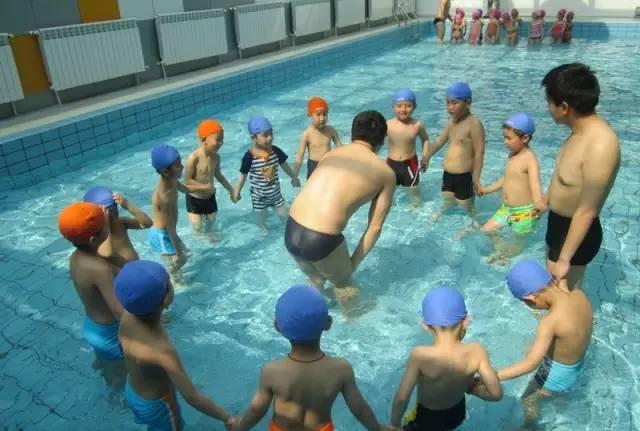 兒童游泳 好處多多 趕緊來免費體驗游泳課吧!