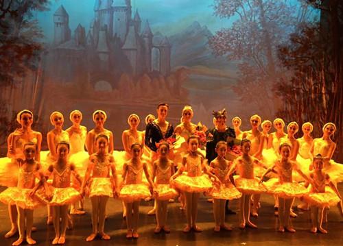 芭蕾舞免费学啦~带宝贝走进英皇芭蕾的艺术世界!名额有限,报名从速!